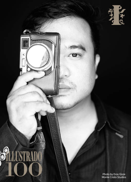 Filipino photographer Chris Calumberan